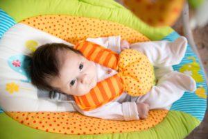 babywippe kind sicherheit gurte