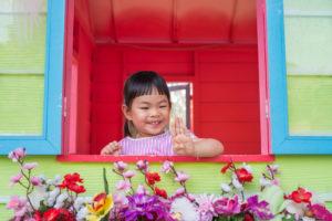 Spielhaus mit Fensterbank