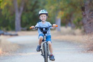 Kleinkinder Fahrrad fahren beibringen
