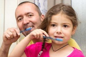 Gemeinsam Zähneputzen