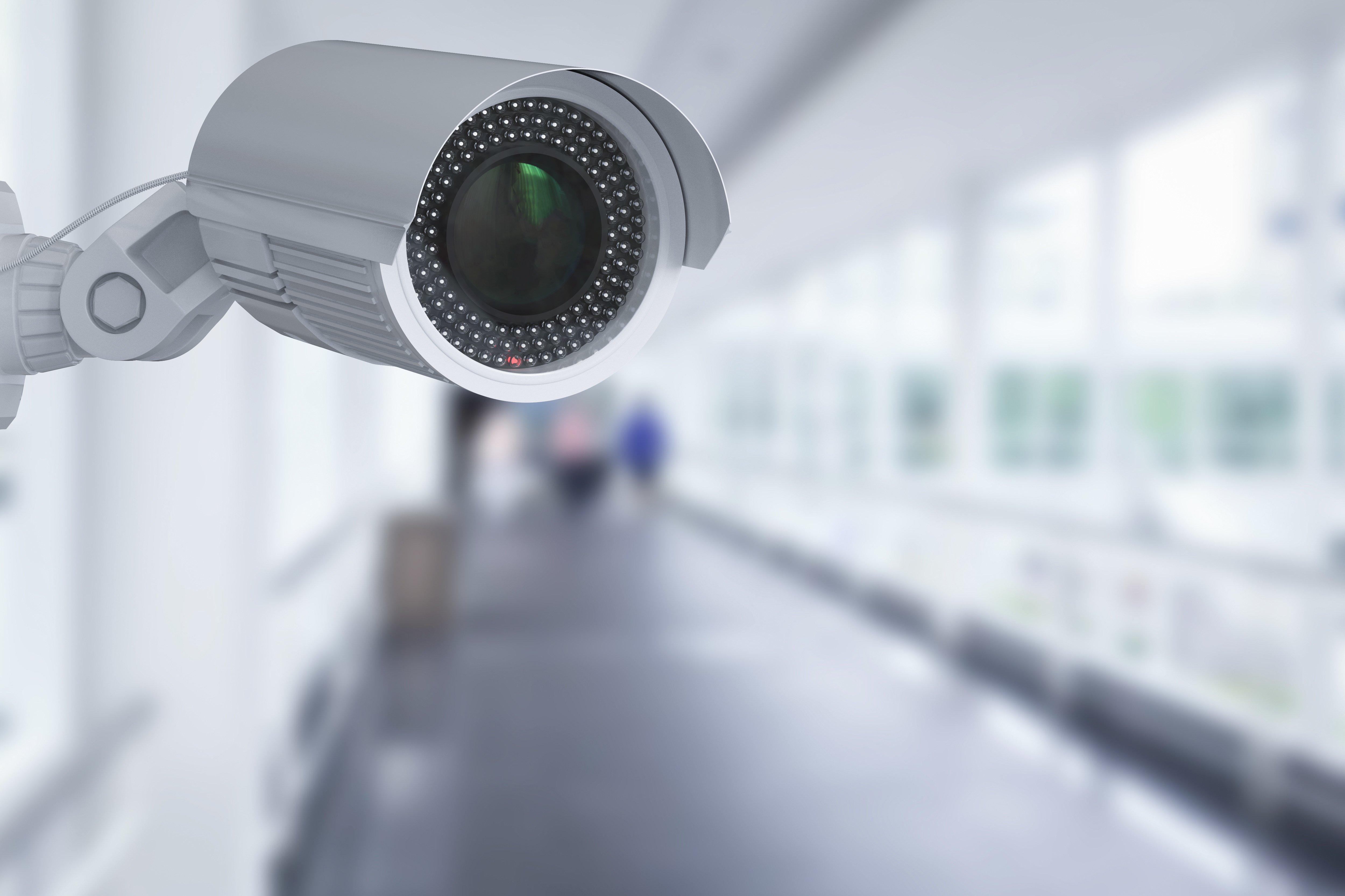 Überwachungskamera in einem Flur