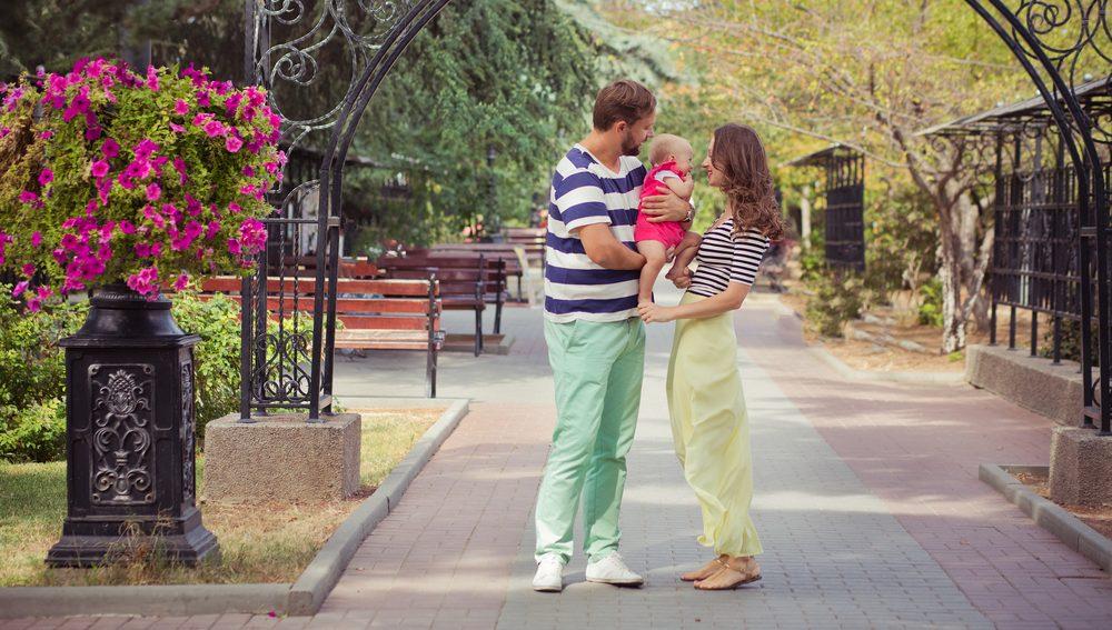 Familien haben Anspruch auf Kindergeld, wenn in Ihrem Haushalt minderjährige Kinder leben.