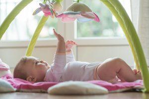 Die Sinne werden bei den Entwicklungsschritten eines Babys nach und nach entwickelt