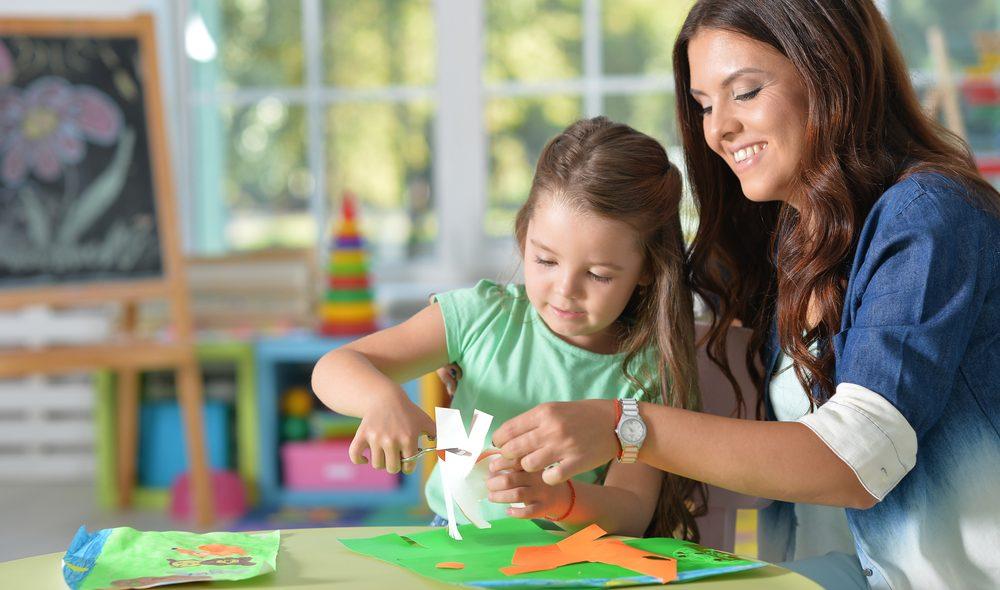 Basteln mit Papier ist besonders beliebt bei Kindern.