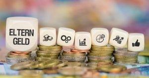 Elterngeld Münzenstapel darauf klötzer mit Symbolen