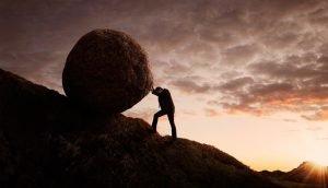 Stein bergauf rollen