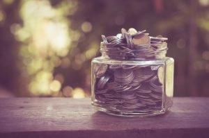Glas mit Kleingeld