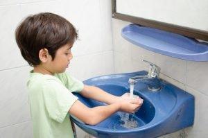 Kind hört nicht wenn es Händewaschen soll