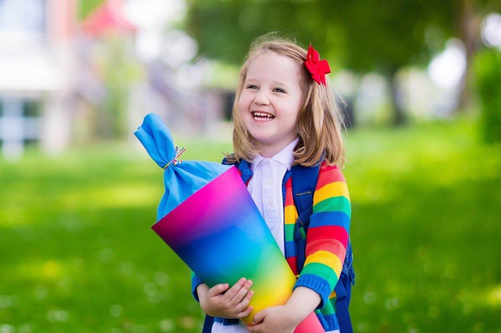 Kind mit Schultüte