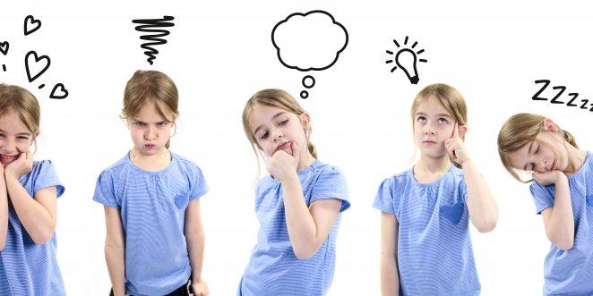 kind zeigt unterschiedliche emotionen.