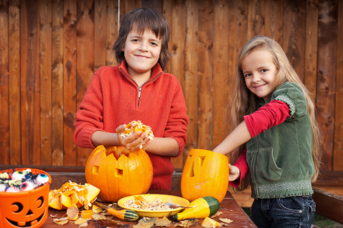 Kinder basteln mit Kürbis