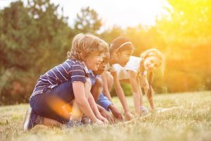 Kinder an Startlinie