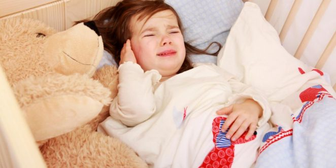 Kind mit Ohrenschmerzen.