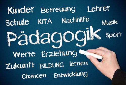 Pädagogik Schriftzug auf Tafel