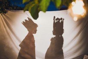 Kinder bei Märchenaufführung