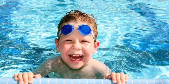 Kleinkinder Schwimmen