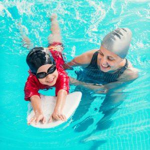 Schwimmen lernen Kind Anleitung