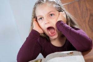Lernschwierigkeiten schreiendes Kind