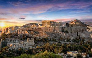 ein sonnenuntergang ueber der akropolis in athen