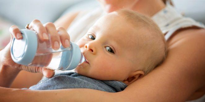 baby wasser trinken