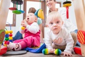 Babykurse fördern die Entwicklung des Kindes