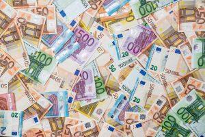viele verschiedene euro-banknoten
