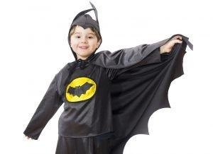 Junge mit einem Batman-Kostüm