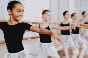 mehrere balletttaenzerinnen