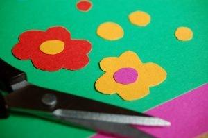 Blumen als Bastelsachen für Kinder