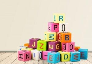 bunte Bauklötze mit Buchstaben