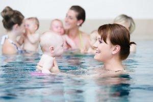 Babys im Wasser