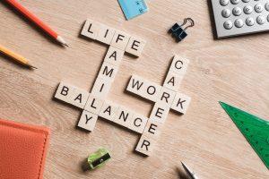 Work-Life-Balance mit Scrabble-Buchstaben