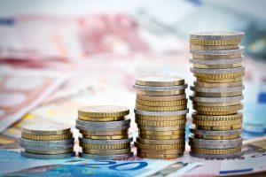 Euromünzen in Stapeln