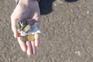 Geld in einer Hand