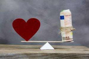Herz und Geld halten sich die Waage