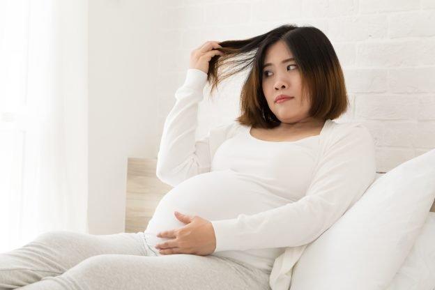 Während der Schwangerschaft sollten sie sich nicht die Haare färben