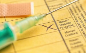impfausweis mit einer spritze
