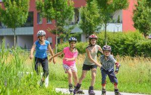 kinder fahren inline skates