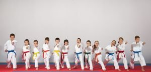 Kinder beim Karate