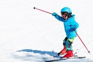 kind auf skiiern