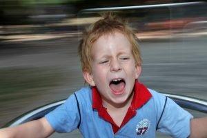 ein kind leidet unter schwindel