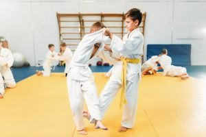 Kinder beim Kampfsporttraining