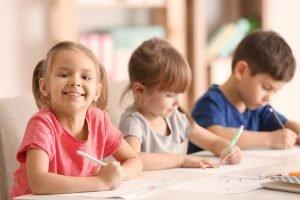 kinder in der klasse