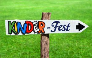 Schild mit dem Begriff Kinderfest
