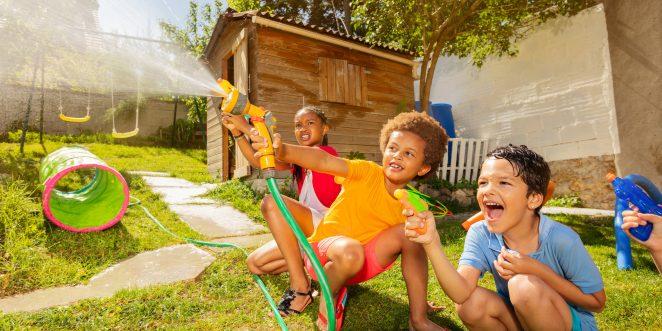 Kinderspiele im Garten