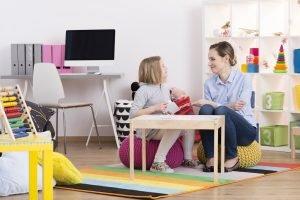 Kind in einer Therapiesitzung