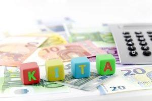 Geldscheine und der Begriff Kita