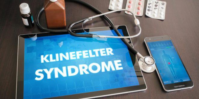 Tablet mit Aufschrift Klinefelter-Syndrom und Arztutensilien
