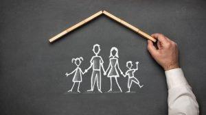 Kreidezeichnung symbolisiert Sicherheit für die Familie