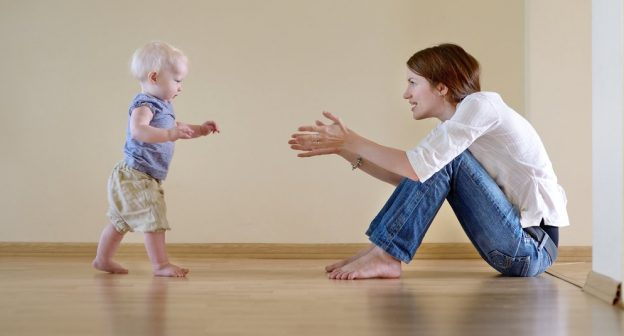 Wenn Babys laufen lernen